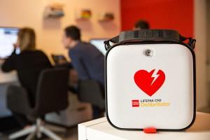 Korzyści ze stosowania AED w pełni automatycznych defibrylatorów zewnętrznych