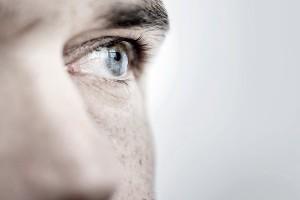 Nowe badania ostrzegają przed stosowaniem fosforanowych płynów buforowych do oczu