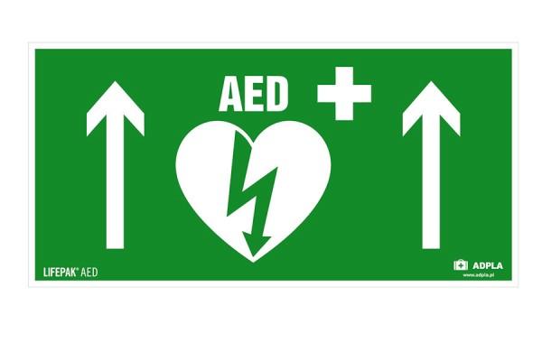 Znak kierunku AED prosto